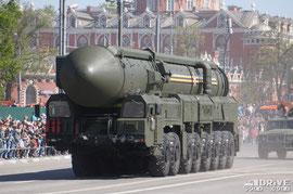 По альтернативным данным в параде все же участвовала АПУ ПГРК 15П155М Ярс. Вооружение - МБР 15Ж55М (РС-24)
