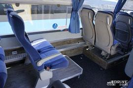 В качестве дани за универсальность, общая пассажировместимость автобуса снизилась до 45-мест и немного был урезан багажник.. Двигатель 9,3-литровый VOLVO D9B380, I-6, мощностью 380 л.с., а с ним в тандеме идет 12-ступенчатая КП VOLVO AT2412C