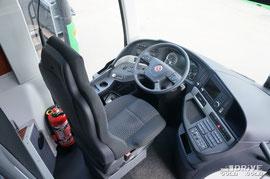 Двигатель на автобусе установлен под стать классу машины – 11-литровый MB OM470, мощностью 440 л.с. КП MB GO 210 с сервоусилением. Передняя подвеска независимая и в дополнение идет система книлинга