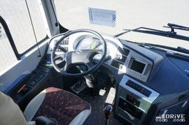 Машина предлагается в двух версиях – междугородный вариант с 53 посадочными местами (категория M3) и пригородная версия с 49 сиденьями и 17 стоячими местами (категория M2)