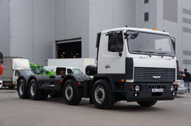 Шасси МЗКТ-750110 под монтаж кранового оборудования с грузоподъемностью на крюке 60 000 кг