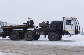 Тягач автомобильный специальный МЗКТ-690610. Машина предназначена для транспортировки башенных кранов. Выпущено более двух десятков МЗКТ-690610