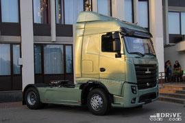 Похоже, именно так будет выглядеть 5-е поколение минских грузовиков. Премьерный показ тягача состоялся в день празднования юбилея Минского автомобильного завода, на площадке возле ДК МАЗ. Фото Дмитрия Гладкого