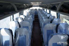 Пассажировместимость – 39 человек, к услугам которых предоставлен 3,8-кубовый багажный отсек. Двигатель Cummins ISDe 245 40, мощностью 245 л.с. сочетается с механической 6-ступенчатой КП, ZF 6S-1010BO