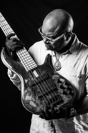 Etienne Mbappe, bassiste, artiste musicien camerounais