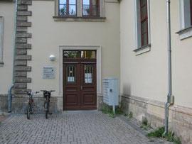 Eingang zur KISS auf der Gebäuderückseite