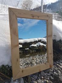 Schöner Spiegel aus Toggenburger Altholz. Erhältlich im Shop.