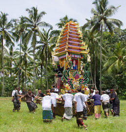 Once in the cemetery the 'bade' is spun around several times to confuse the deceased's spirit and prevent it from returning to her village