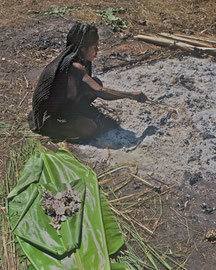 W. Papua, Baliem Valley: the cremated girl's bones are removed from the ashes by her mother, who will bury them nearby