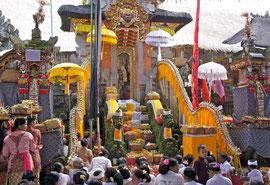 Bali, Ubud. women bearing offerings at Odalan ceremony at Pura Dalem Kedewatan temple