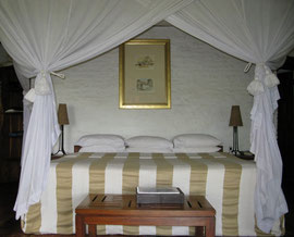 Tanzania, Klein's Camp: the bedroom of our cottage