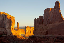 Moab, Utah, Arches National Park: Park Avenue at sunrise