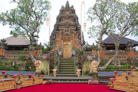 Bali, Ubud: entry to Pura Taman Saraswati temple used as backdrop for Balinese dance performances