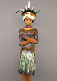 PNG, Southern Highlands, Huli tribe: a girl named Embedame from the Ialubu area