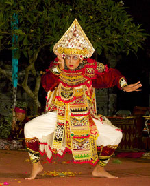 Bali, Batuan Gianyar dance group: Baris, the dance of a young soldier