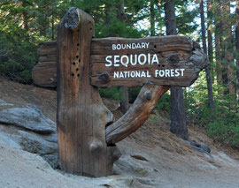 California, Sequoia National Park: sign by the entrance