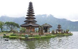 Bali, Candikuning lake: Pura Ulun Danu Beratan temple