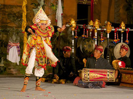 Bali, Puri Agung Peliatan Palace, Gunung Sari dance group. Baris, the dance of a young soldier