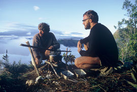 PNG, Oksapmin area: Max Smart (left) & Derek Skingle brew tea overlooking the Strickland Gorge