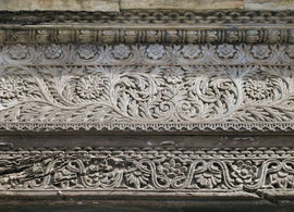 Tanzania, Zanzibar island: detail of the woodcarving carving above an old door in Stone Town. The chain-link motif at the top denotes security