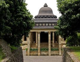 Java, Borobudur: entrance to the Amanjiwa hotel