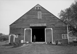 The late 18th century Deertz barn and its owner, Art Nahrwold (standing by the waggon doors): Middleburg, NY, 1987