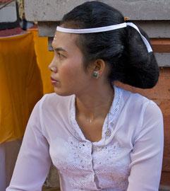 Bali, Ubud: onlooker at the Odalan purification ceremony, Pura Dalem Kedewatan temple