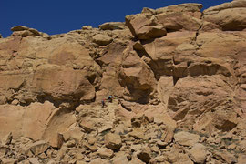 Chaco Canyon, New Mexico: climbing the rock wall of Kin Kletso