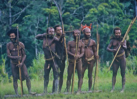 PNG: tribesmen from Oksapmin village having an archery contest