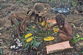 PNG, Southern Highlands: (L to R) Walebi, Mogoli & Tabulu remove baked pumpkins and melita nuts from the oven