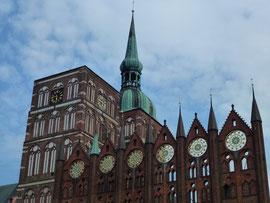 Rathaus mit HanseGalerie