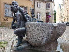 Brunnen in der Schnellstraße
