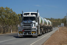 Road Train im Northern Territory, Australien