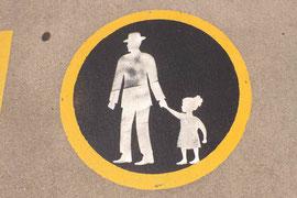 USA - hier darf auch der Papa mit dem Kind bevorzugt laufen