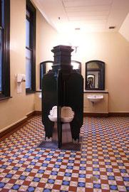Herren-WC im viktorianischen Stil