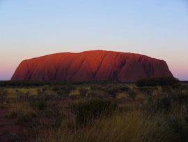 Sonnenuntergang auf der Gegenseite am Uluru