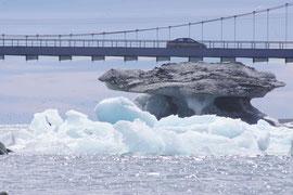 Kollidiert der Eisberg mit der Brücke?