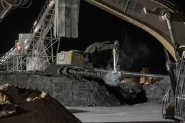 Auch bei Nacht wird auf der Baustelle für die Bahnstrecke Stuttgart-Ulm gearbeitet