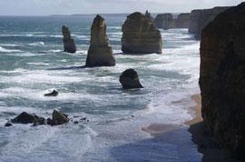 Great Ocean Road, 12 Apostel (sind inzwischen weniger, da einige dem Wind und Meer zum Opfer fielen)