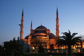 Istanbul - Sultan-Ahmed-Moschee in der Abenddämmerung
