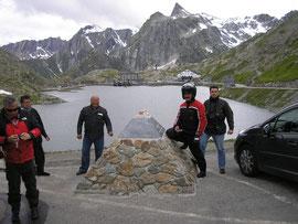 Giro 2007 ( Aosta ) Sosta al passo S. Bernardo