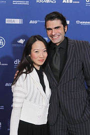 Aimee Nhung Le mit Regisseur Gregory Roth