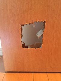 室内建具の貫通穴「補修前2」