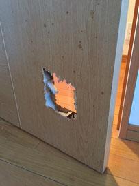 室内建具の貫通穴「補修前3」