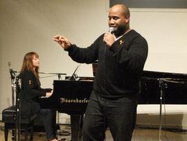 ニューヨークの名ゴスペルディレクター  ダニー・イーソン氏。 ピアノ GWFC TAMAKI