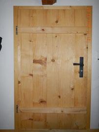 Aussentüre, Rustikal mit Gratleisten aus Fichtenholz