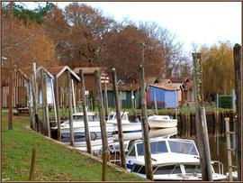Le port de Biganos et ses cabanes colorées (Bassin d'Arcachon)