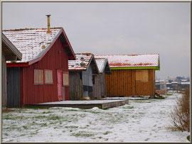 Cabanes en habit neigeux