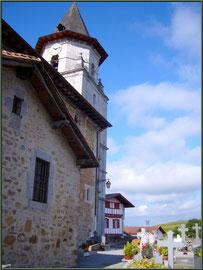 Aïnoha : l'église Notre Dame de l'Assomption et le cimetière (Pays Basque français)