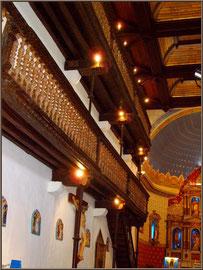 Aïnoha : l'église Notre Dame de l'Assomption, les balcons latéraux gauches (Pays Basque français)